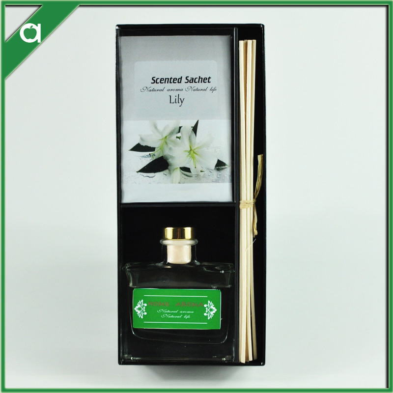 100ml reed diffuser in glass bottle with vermiculite sachet in black cardboard box