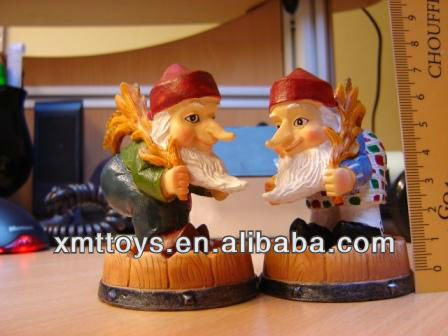 resin personalized small gnome statue made of clay for desktop decor