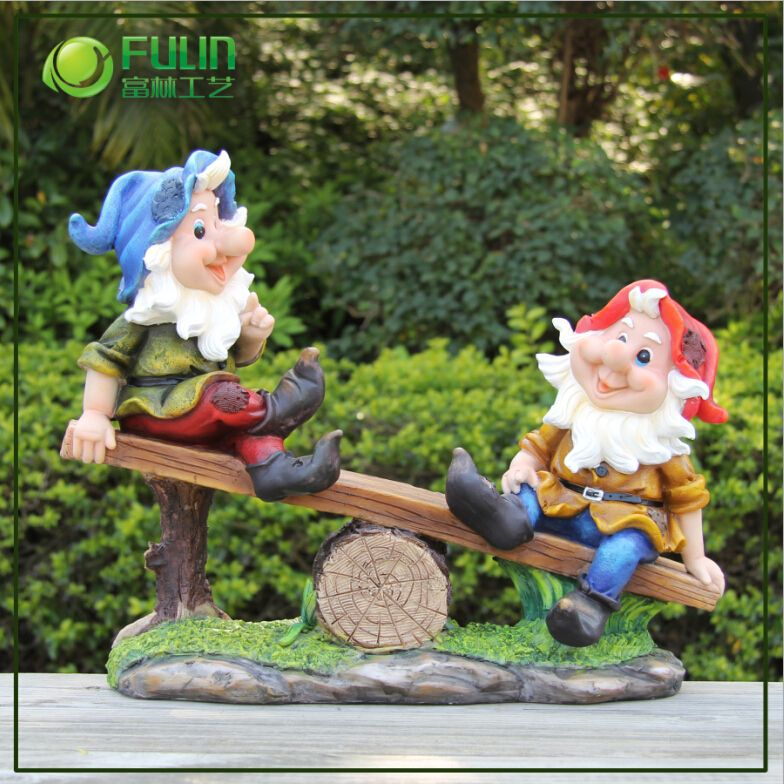 resin custom garden gnomes cheap snow globe gnome