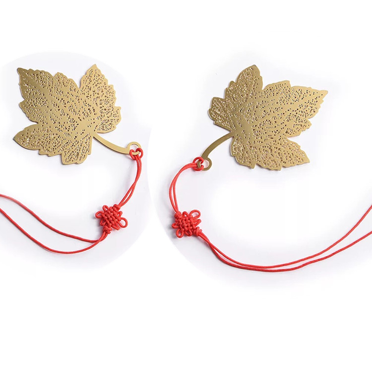 Hot sale metal souvenir gift maple leaf shape gold plated brass bookmark