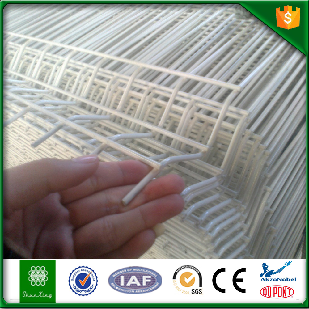 White Color Plastic Powder Coated Iron Wire Mesh Fence