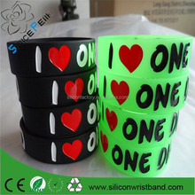 2015 factory Shenzhen custom silicone rubber wrist bands glow in the dark bracelets