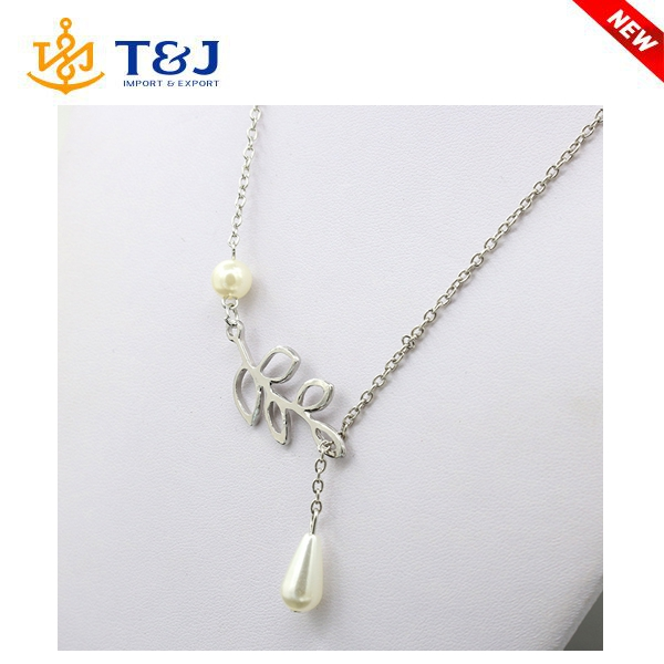 The new European and American style fashion simple new design personality leaves pearl drop necklace