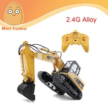 HUINA 1550 2.4GHz 1/14 15-channel electric rc toy excavator with an alloy digging bucket&lights, 680-degree rotation
