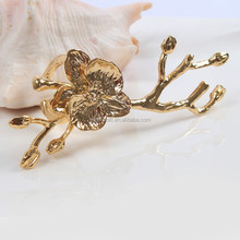 High-grade gold Plum blossom metal napkin ring for the wedding