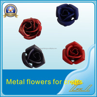 Promotional custom factory direct sale metal flower craft badge