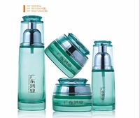 Luxury packaging green color empty cosmetic sets spray glass bottle with pump HY1300