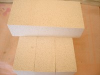 Light weight mullite brick for reforming furnace