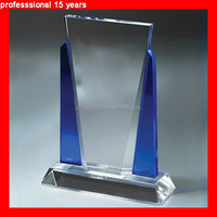 The Crystal Distinction Award is a fusion of clear and blue optical crystal
