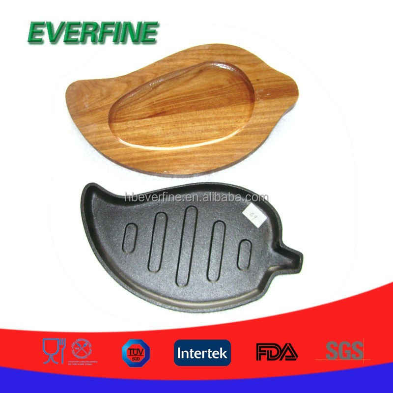 cast iron leaf shaped sizzling plate with wooden base