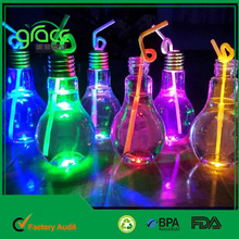 Creative New Design 700ML Light Bulb Shaped Glowing Plastic Bottle With Metal Screw Cap for Beverage Plant Flower Vase Home