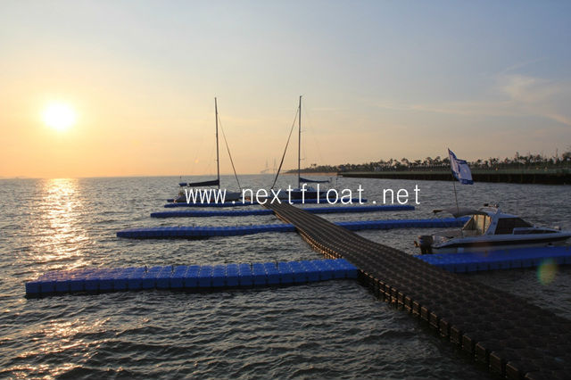 NEXT FLAOT / Yacht and Boat Floating Dock