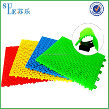 Supplier pp self adhesive plastic floor covering plastic floor cleaning wiper plastic carpet mat for amusement park