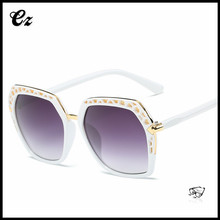 Newest fashion 2017 square frame floating cheap sunglasses with rhinestones
