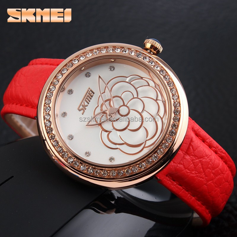 China manufactures unique pattern design gold floral watch for lady
