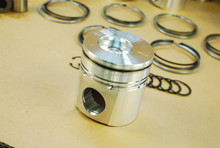 high quality diesel engine parts piston kit with piston ring set retainer for Cummins engines
