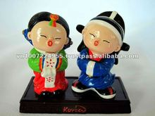 Polyresin cute korean couple figurine for home decoration