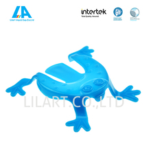 Plastic small jumping frogs toys for kids