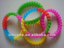 2012 popular and fashion silicone wristbands