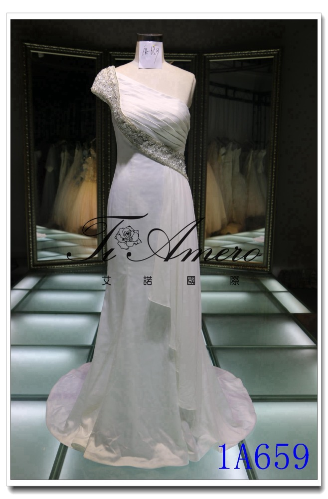Exotic Arabic One-shoulder Satin Sheath Wedding Dress