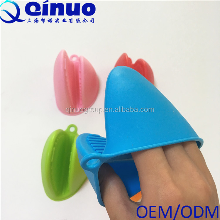 Silicone heat resistant cooking pinch oven mitts for kitchen