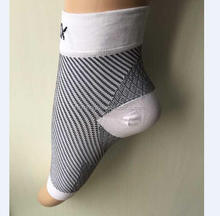 Plantar Fasciitis Compression foot sleeves with arch and ankle support for Pain Relief