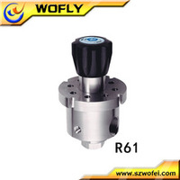Hydrogen gas two stage pressure regulator with gauge