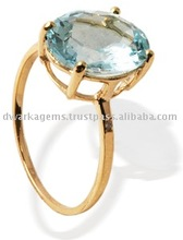 Aquamarine yellow gold ring
