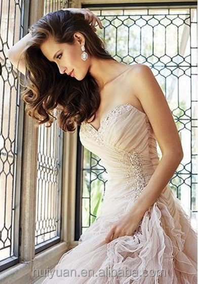 sweetheart neckline low cut sexy wedding dress in cream color