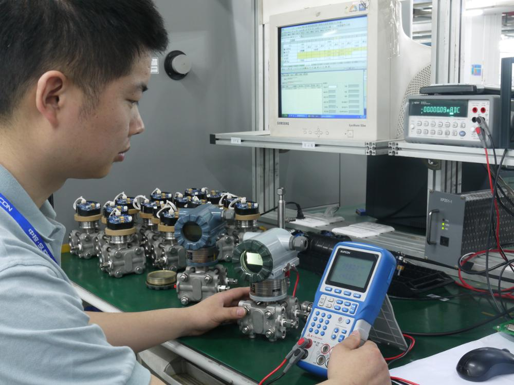 Competitive price factory directly calibrator to source and measure parameters