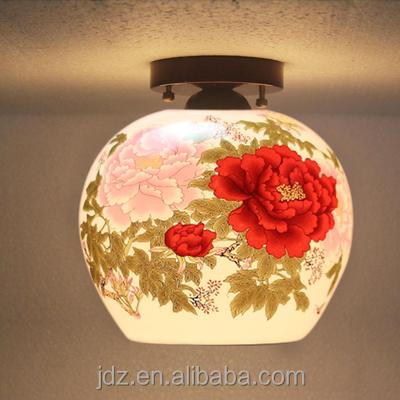 Dekoratives Lampen Design   Wohnzimmer in Weiß und Rot