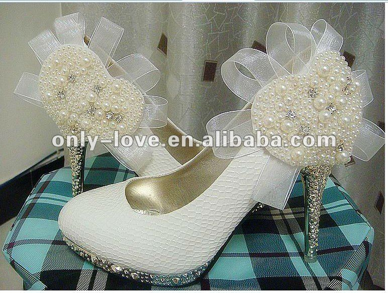 BS119 high quality ivory bridal wedding shoes with heart pearls at side