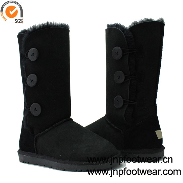 Non slip winter boots for women in sheepskin with 3 buttons