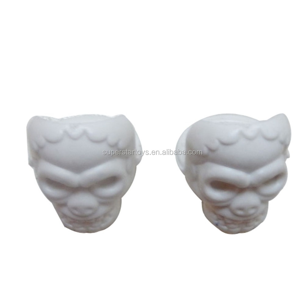 5150903-1 plastic skull head finger ring