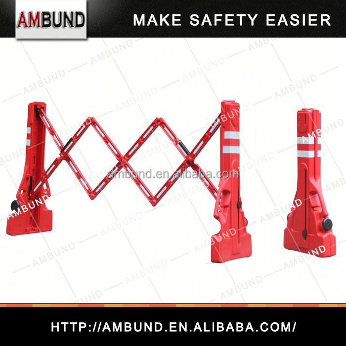 Expandable roll out fence for safety