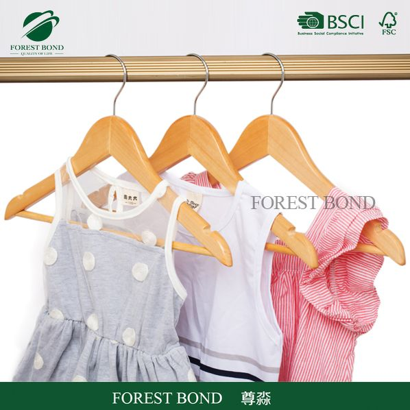 Cheap all kinds of non slip wooden hanger for coats