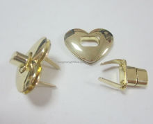 Factory supply zinc alloy heart shaped metal twist lock for handbag