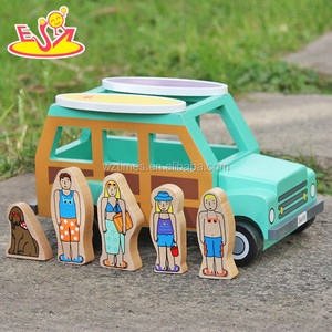 2018 New design children toy wooden cars top fashion dog and four people go to surfs kids toy wooden cars W04A314
