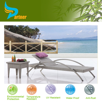 Modern Rattan Sun Deck Lounge Chair / Cheap Chaise Lounge with Small Table / Poolside Sun Lounger