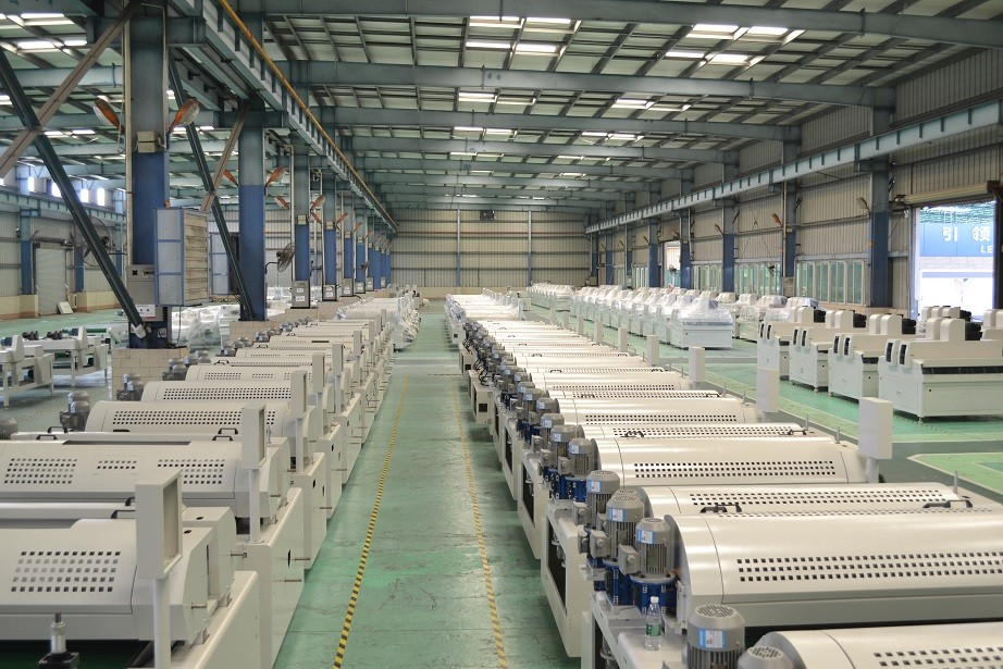 1320mm Curtain coating machines High Gloss effect for flooring