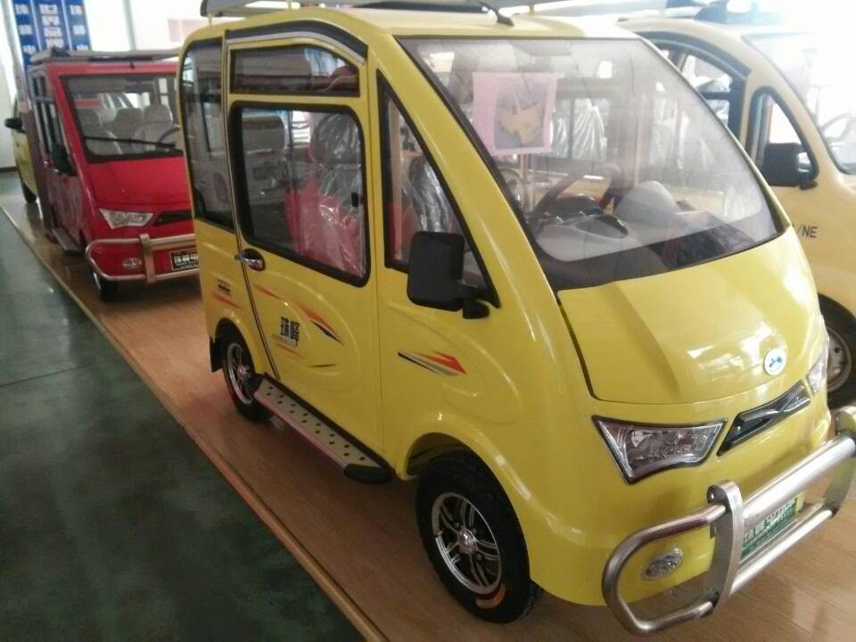 4 -TIRES electrical passenger car with removable solar roof