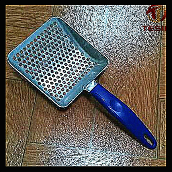 Metal cat litter scoop