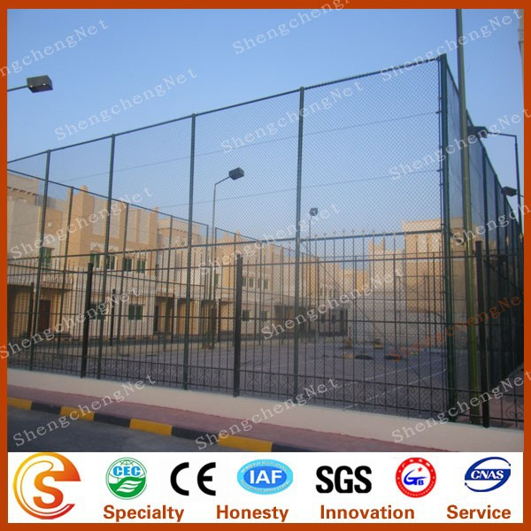 Hot sale playground use diamond hole size metal stadium chain link fence