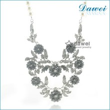 Stylish and Fashionable Women Accessories Factory Price Hot Selling Wholesale crystal handicraft necklace
