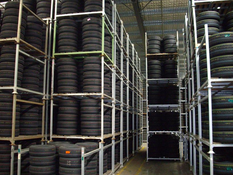 Vertical Storage Warehouse Tire Racks Max Stack 6 Layers With Metal Stillages