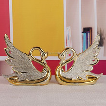 Modern swan wedding decoration /ceramic couple swans figurine with glass sand