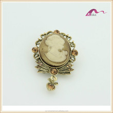 Fancy Wholesale professional design rhinestone crystal brooch with portrait