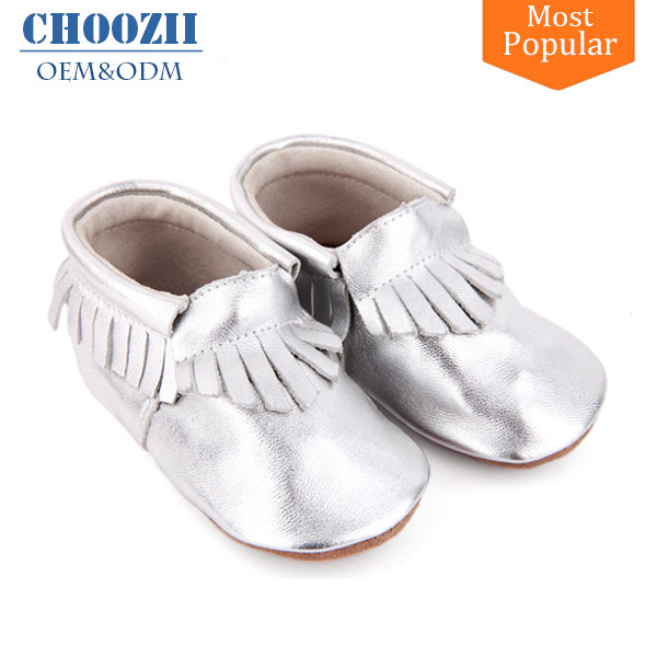 Guangzhou OEM Manufacturer Silver Sheepskin Leather Baby Shoes Moccasins
