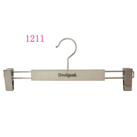 Wholesale brand anti slip trousers shop PP plastic chrome clips hanger