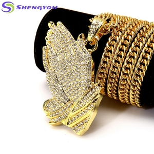 Best Selling Gold And Sliver Colors Chain Elegant Fashionable Hip Hop Jewelry With Handclaps Shaped Men Pendant Necklace